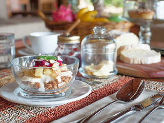 Vollpension mit gesunden und ausgewogenen Speisen