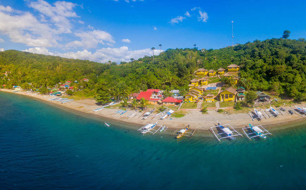 Buceo Anilao Beach & Dive Resort – Malerische Anlage am Hang
