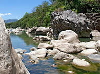Bergbach im Inselinneren Mindoros