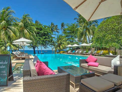 Poolanlage im Zentrum des Atmosphere Resorts & Spa – Negros