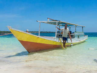 Tauchboot am Bara Beach – Indonesien