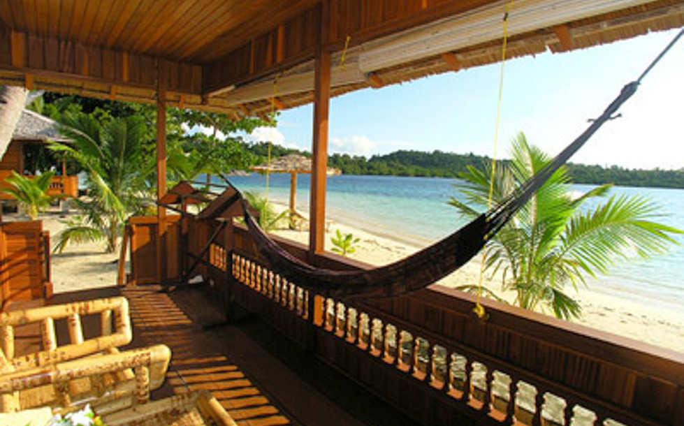 Entspannen mir Blich aufs Meer – Blue Bay Divers Resort