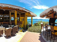 Bar und Restaurant des Buceo Anilao und der Blick in die Freiheit