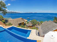 Die Pools des Buceo Anilao Dive Resort
