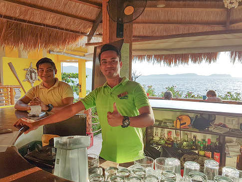 Sunset Bar des Buceo Anilao Resort Luzon