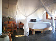 Doppelbett Zimmer im Blu@Tofo – Tofo Beach, Mosambik