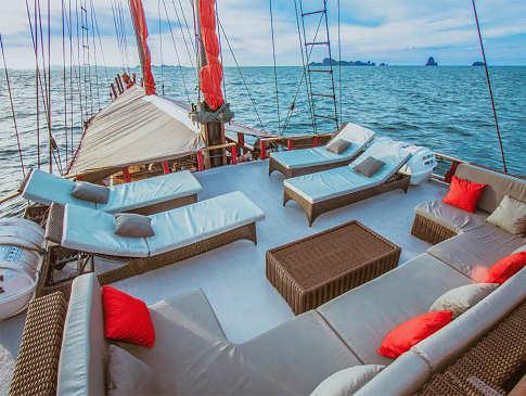 Sonnendeck – Safariboot Raja Ampat