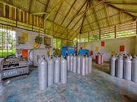 Kompressorraum der Tauchbasis in Manado – Sulwawesi, Indonesien