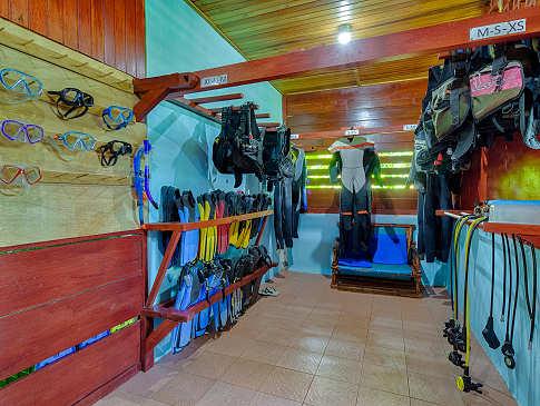 Equipment-Raum der Tauchbasis