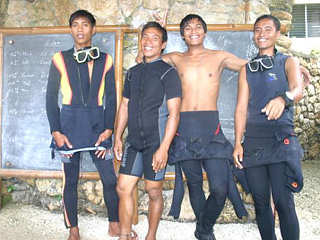 Tauchguides der Tauchbasis Easy Diving Sipalay – Negros, Philippinen
