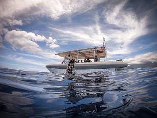 Fluid Tahiti-Tauchboot Zebubbles