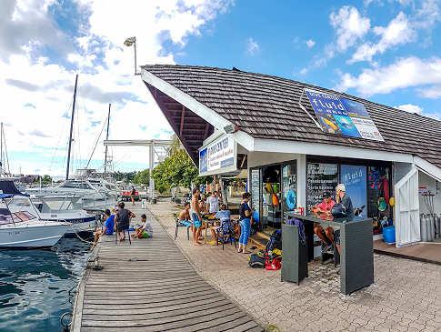 Tauchbasis Fluid Tahiti am Pier von Punaauia