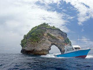 Eines von zwei Speedbooten der Tauchbasis