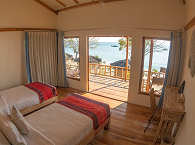 Twin-Bed Beach-Bungalow