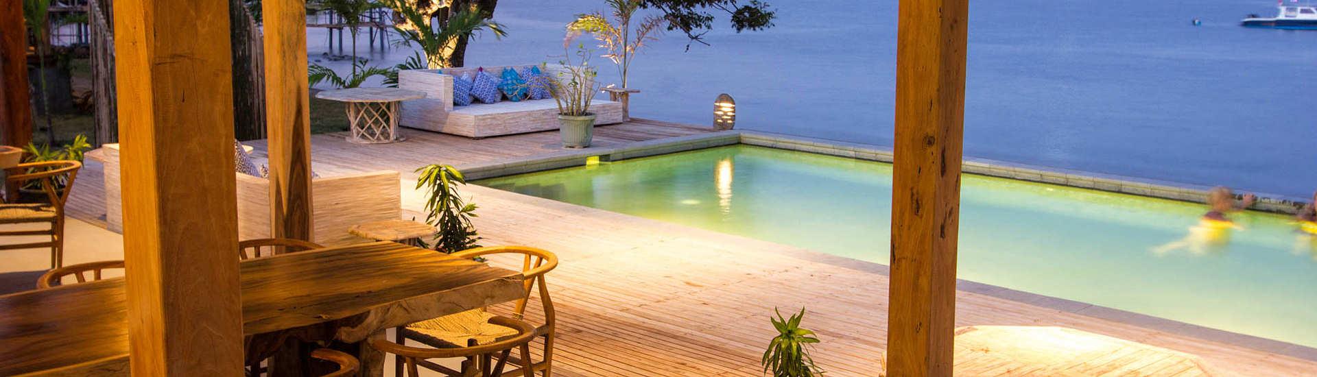 Aufenthaltsbereich und Pool
