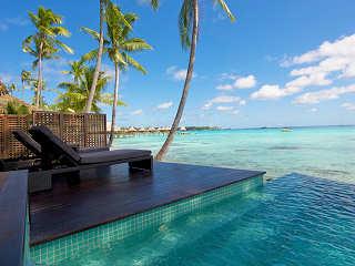 Mini-Infinity-Pool (in einem Strand-Bungalow)