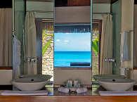 Badezimmer eines Deluxe Beach-Bungalows
