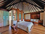 Schlafzimmer einer Pool-Suite