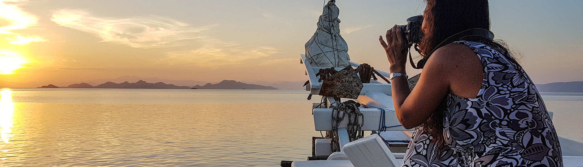 Sonnenaufgang in Komodo mit Yani, Käpt'n, Köchin und gute Seele an Bord