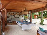 Billardtisch und Leseecke – Kuda Laut Boutique Dive Resort