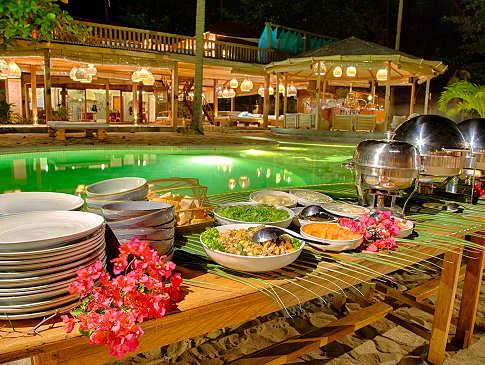 Am Pool des Kuda Laut Boutique Dive Resort