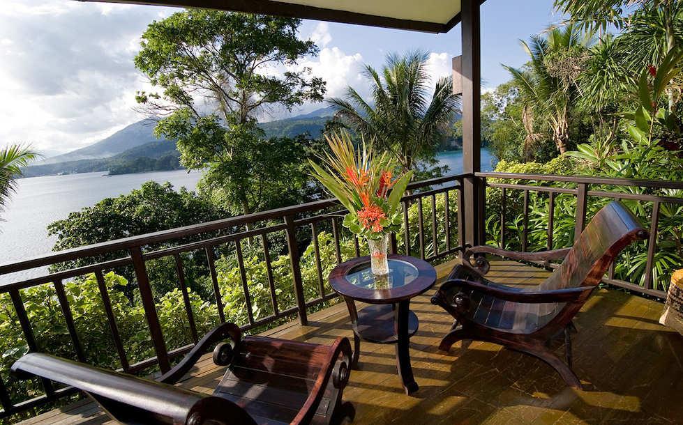 Blick von der Veranda einer Modern Cliffside Suite
