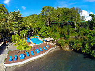 Poolbereich des Lembeh Dive Resort
