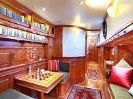 Salon-Bereich des Tauchkreuzfahrtschiffs