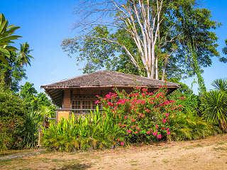 Bungalow im Living Colours Dive Resort – Bunaken Marine Park