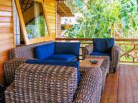 Gemütliche Terrasse im Living Colours Dive Resort auf Bunaken – Indonesien