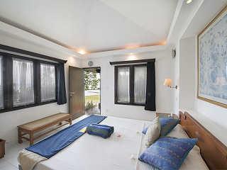 klimatisierte Bungalows mit Kingsize-Betten