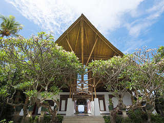 Hauptgebäude der Lotus Bungalows