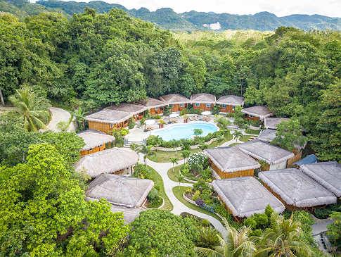 Blick über das Magic Ocean Dive Resort auf Bohol