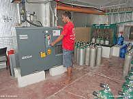 Kompressorraum – getaucht wird bei der Dive Society mit 12- und 15-Liter Aluminiumflaschen