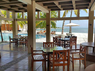 offenes Restaurant am Pool, Maluku Dive Resort