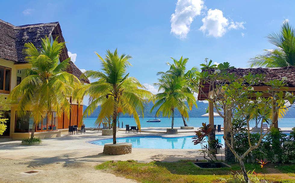 Tauchbasis und Pool des Resort