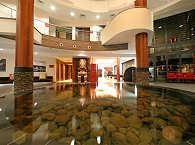 Empfangshalle des Manava Suite Resorts
