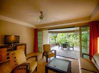 Wohnraum mit Terrasse in einer der Suiten