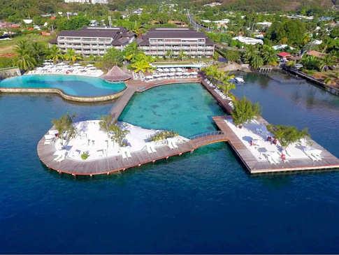 Beeindruckende Poolllandschaft an der Lagune