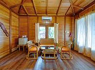 Im Inneren eines der Bungalows des Mapia Resort
