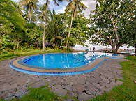 Pool des Mapia Dive Resort auf Sulawesi