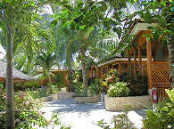 Bungalows im Magic Island Dive Resort