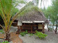 Häuschen aus traditionellen Materialien Französisch Polynesiens