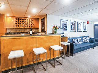 Salon und Bar der Belle Amie