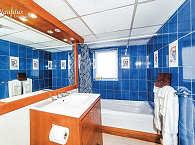 Badezimmer einer der Suiten