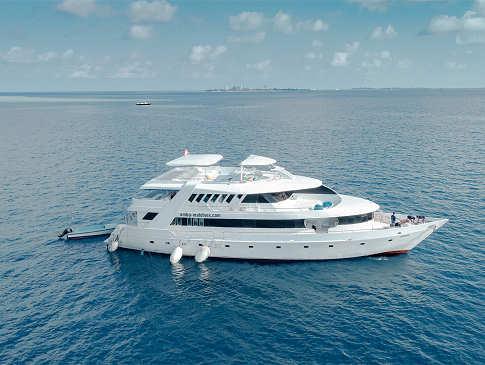 MY Amba Safariboot Malediven