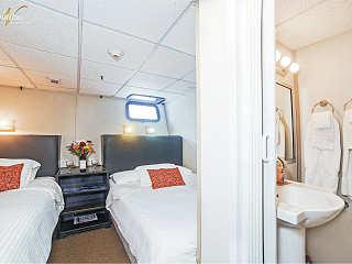 Standardkabine mit Doppelbett auf der Belle Amie