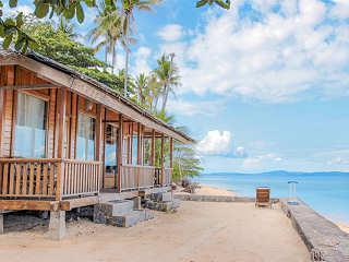 Bungalow mit Blick auf Sulawesi