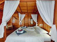 Bett für zwei im Sea View Bungalow