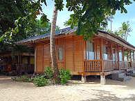 Bungalow am Strand im Stil der Minahasa
